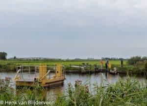 Het zelfbedieningspontje over de Tjonger is een van de vele fietspontjes in Nederland.